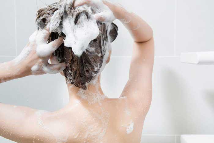 ニキビを防ぐ洗い方とシャンプーの選び方