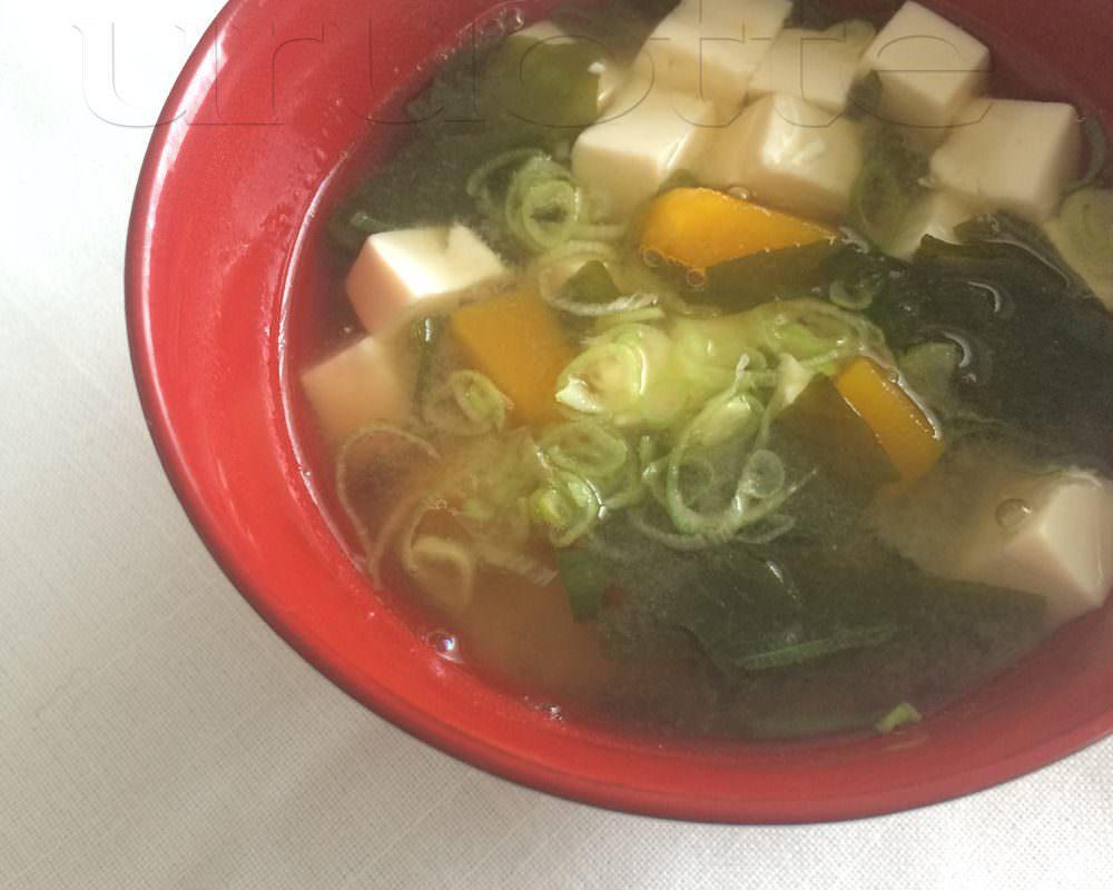 【美髪レシピ】良質なタンパク質とミネラルで疲れた体をいたわる「具だくさんお味噌汁」