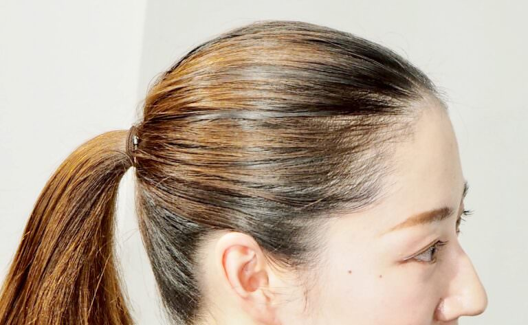 プリン髪をおしゃれに!リタッチヘアマスカラを使ったアレンジ