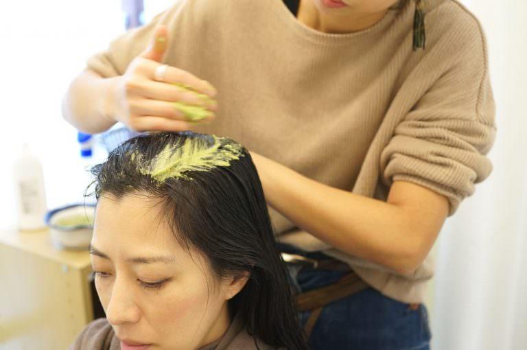 髪が飲む?!「美髪スムージー」の山野式ヘッドスパを体験!