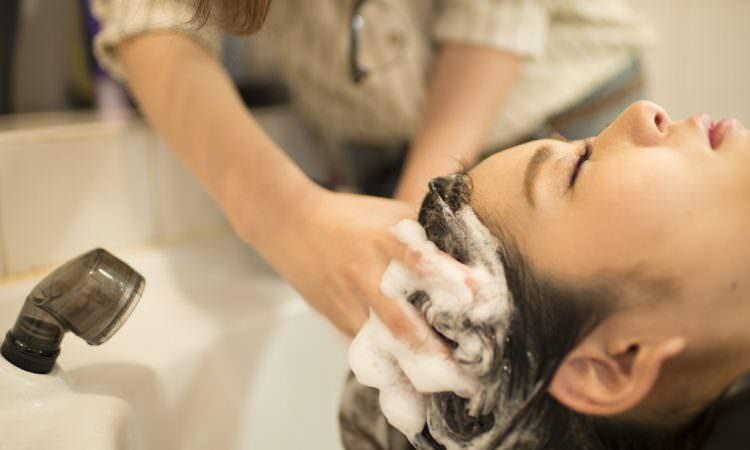 たまった頭皮の汚れを一掃したい。頭皮汚れを落とす効果的な方法