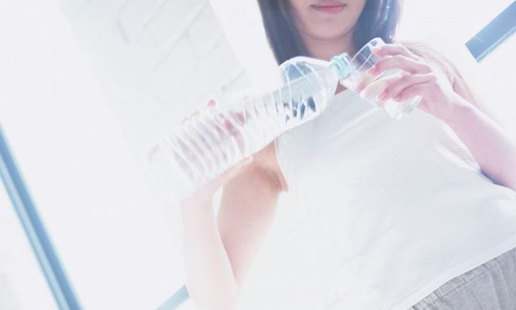 お水を飲みすぎるとむくみや冷えの原因に!~美髪のための養生のすすめ①
