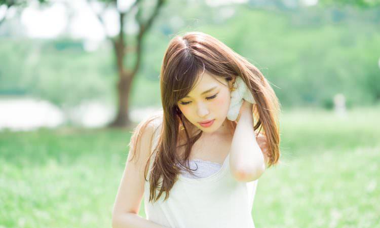 汗をかくと、がまんできない頭皮のかゆみ…原因をつきとめ、正しい対策を